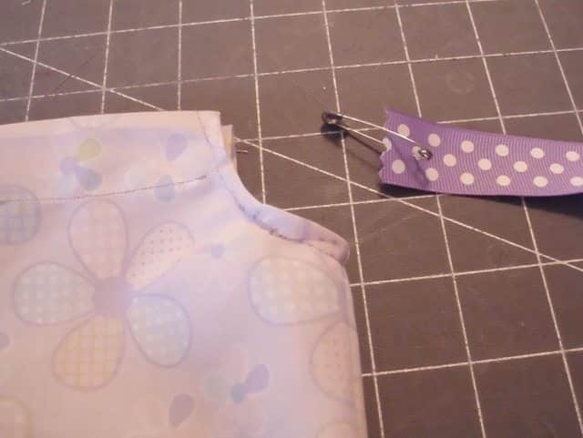 SchneiderPeeps - Traditional Pillowcase Dresses can be made with real pillowcases or just from fabric. Learn how to make a pillowcase dress that won't fall off if one of the ties comes untied. This is one in a series of variations.