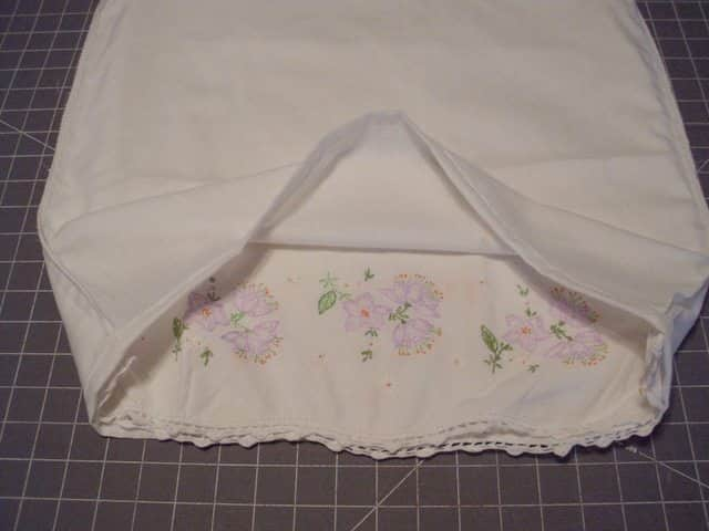 SchneiderPeeps - Pillowcase Dresses are a really fun way to give new life to a vintage pillowcase
