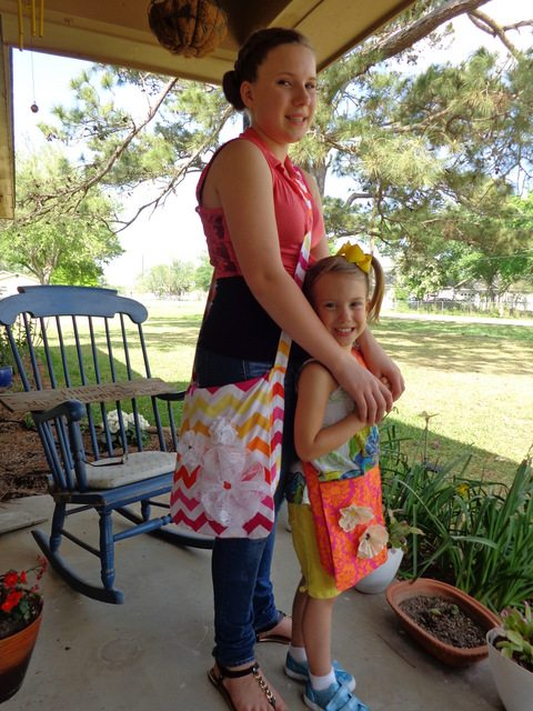 This messenger bag is just the right size for carrying the essentials for running around town. The tutorial has measurements and instructions for a child's and adults messenger bag. Because you can never have too many cute bags!