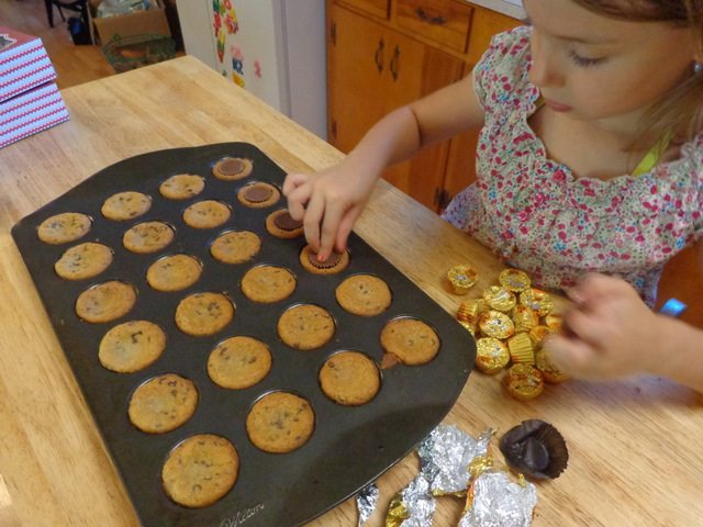 putting peanut butter cups in chocolate chip cookies