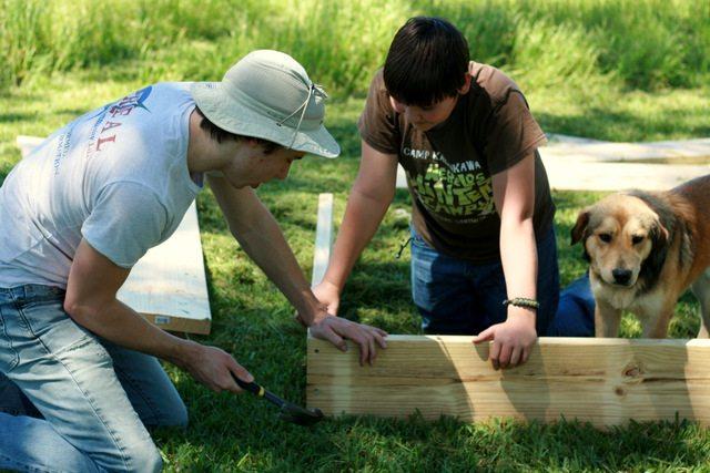 SchneiderPeeps - Building Garden Boxes
